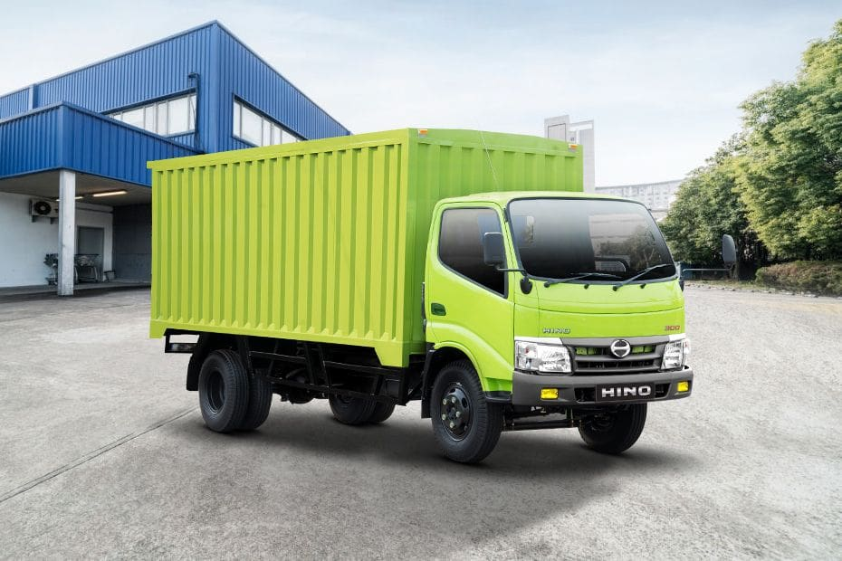 Dutro Cargo 130 MD Front angle low view