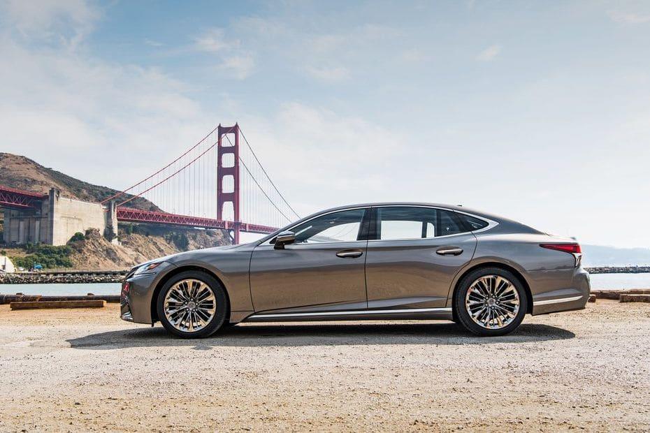 360° View of Lexus LS