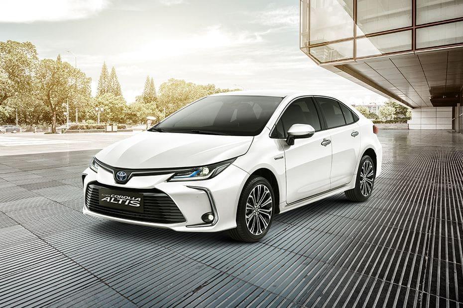 Toyota Corolla Altis Pictures