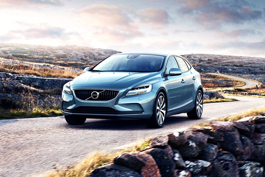 V40 Cross Country  Front angle low view
