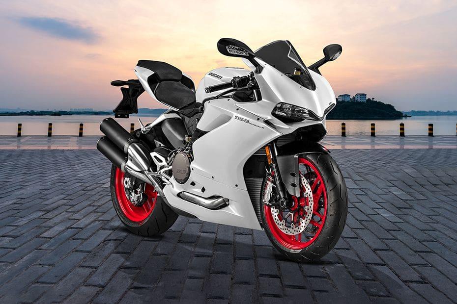 Tampak belakang serong Ducati Panigale