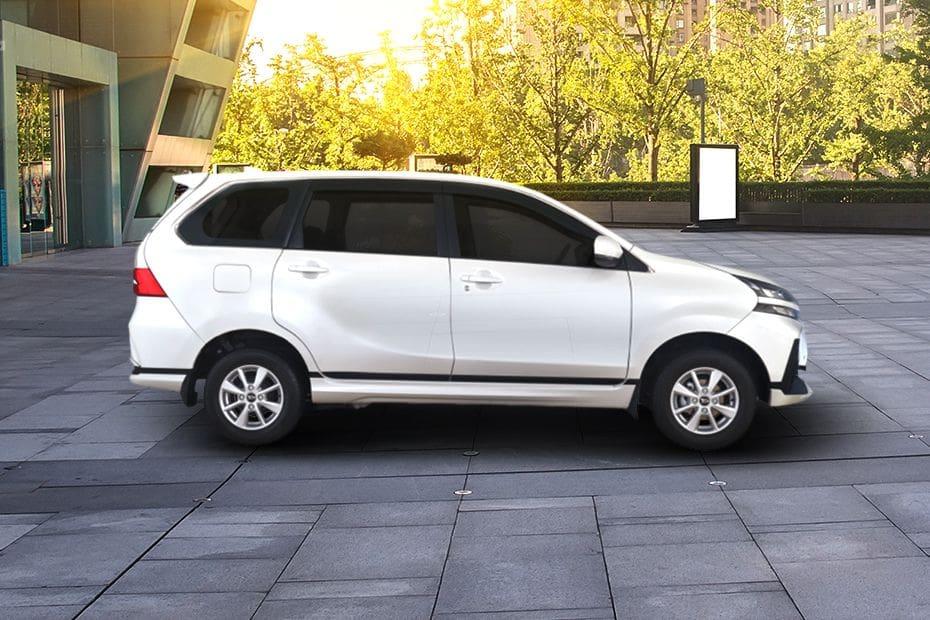 Tampak kanan Daihatsu Grand Xenia