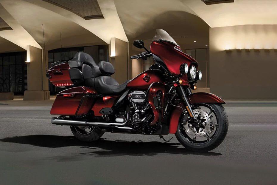 Harley Davidson CVO Limited Slant Rear View Full Image