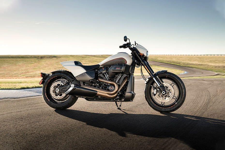 Samping kanan Harley Davidson FXDR 114
