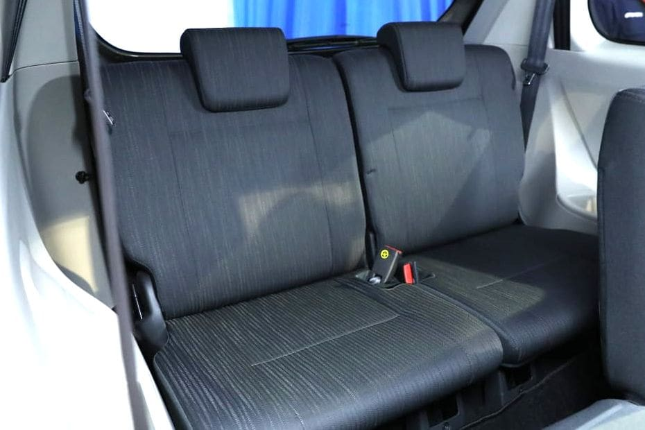 Kursi belakang Daihatsu Grand Xenia