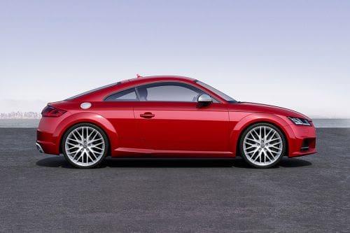 Tampak kanan Audi  TTS Coupe