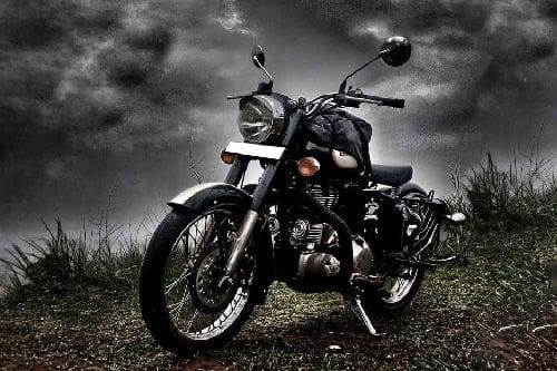 Royal Enfield Classic 500 Slant Front View Full Image