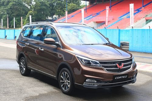 Wuling Cortez Front Cross Side View