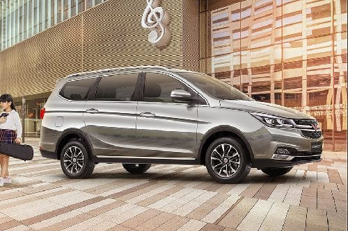 Wuling Cortez CT Front Cross Side View