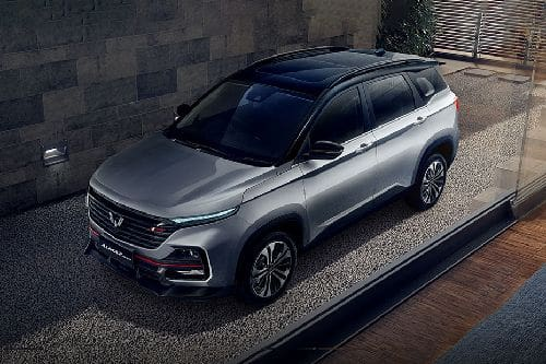 Wuling Almaz RS Front Side View