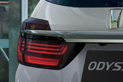 lampu belakang Odyssey