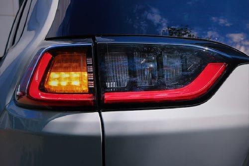 lampu belakang Cherokee