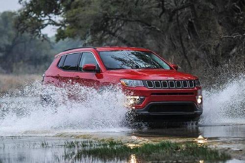 Tampak depan medium Jeep Compass