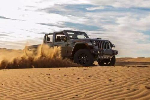 Tampak depan medium Jeep Gladiator