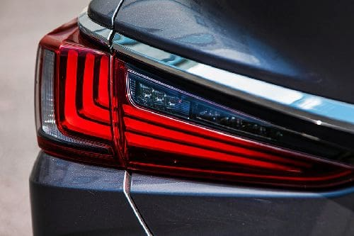 lampu belakang ES