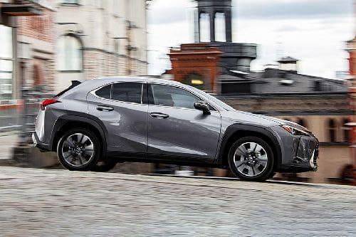 Tampak kanan Lexus UX