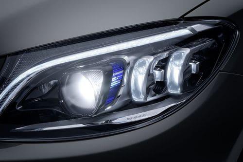 Lampu depan C-Class Sedan
