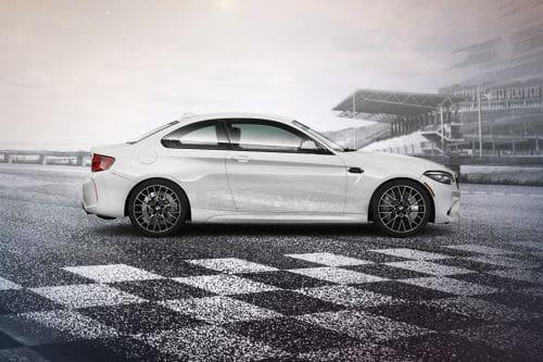 Tampak kanan BMW M2 Competition