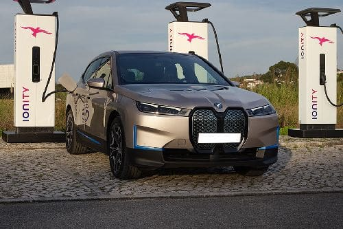 Tampak Depan Bawah BMW iX