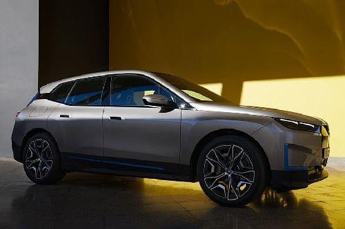 BMW iX Front Cross Side View