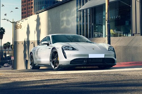 Tampak depan medium Porsche Taycan