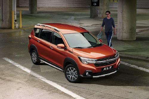 Suzuki XL7 Front Cross Side View