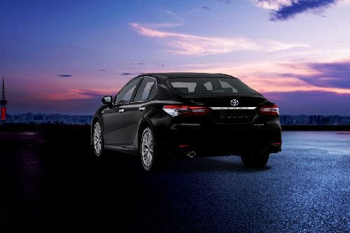 Tampak belakang tengah Camry Hybrid