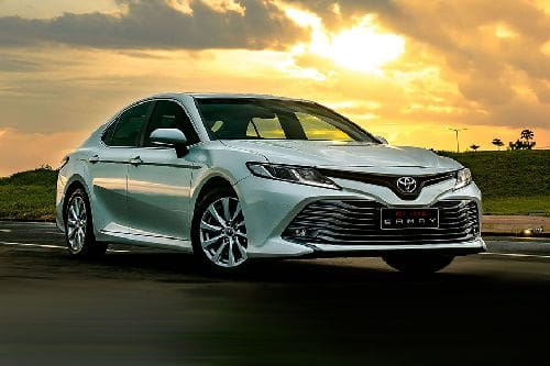 Toyota Camry Front Cross Side View