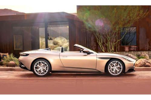 Tampak kanan Aston Martin DB11