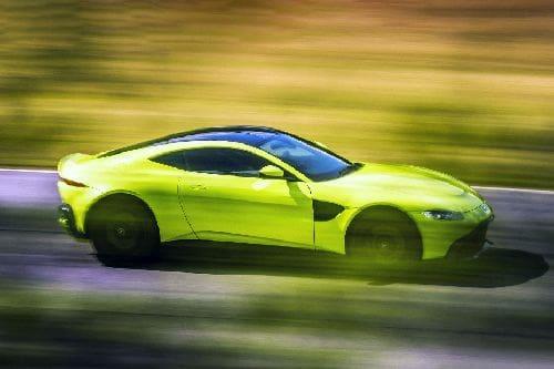 Tampak kanan Aston Martin Vantage