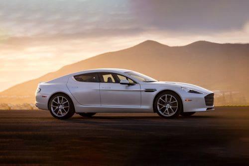 Tampak kanan Aston Martin Rapide S