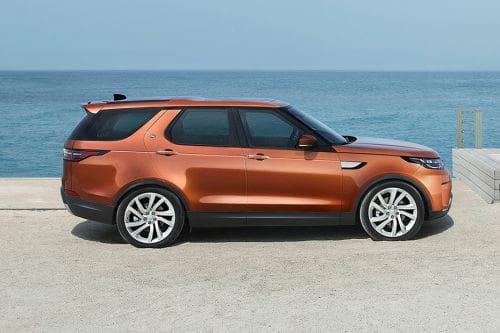 Tampak kanan Land Rover Discovery