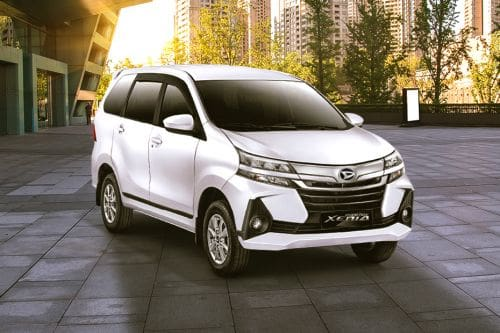 Daihatsu Grand Xenia Front Cross Side View
