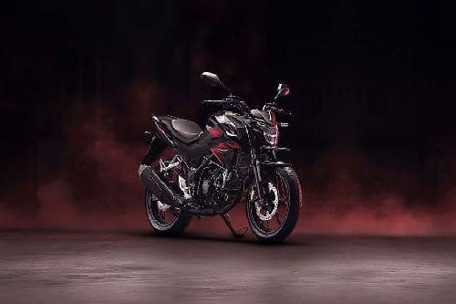 Tampak belakang serong Honda CB150R Streetfire