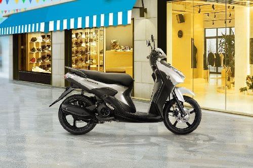 Yamaha Gear 125 Right Side Viewfull Image
