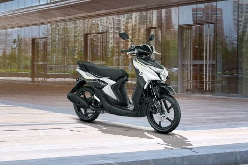 Yamaha Gear 125 Slant Rear View Full Image