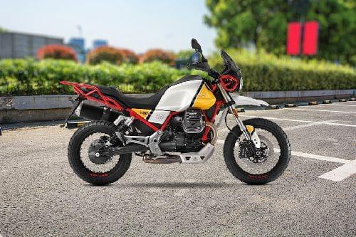 Samping kanan Moto Guzzi V85TT