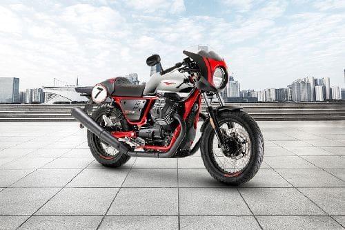 Tampak belakang serong Moto Guzzi V7 III Racer