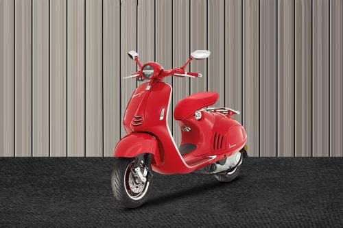 Vespa 946 Red Slant Front View Full Image