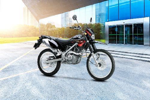 Tampak belakang serong Kawasaki KLX 150