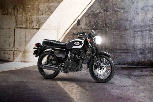 Tampak belakang serong Kawasaki W175